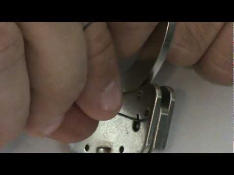 Urban Survival - How to Pick the Double Lock on Handcuffs