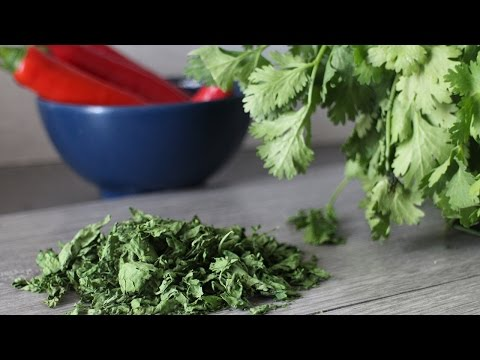 How to dry herbs in a microwave