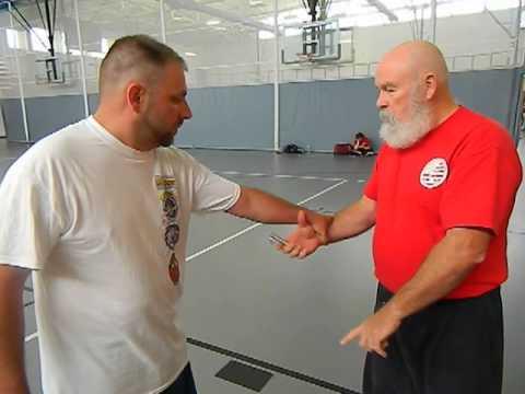 Basic Self Defense with the Kubotan Key Chain
