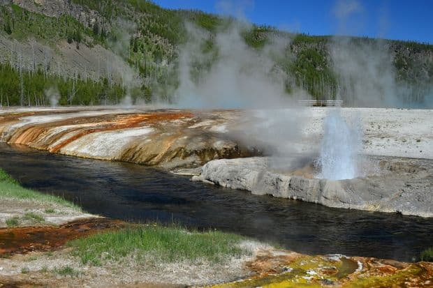 geyser in the yellowstone national park