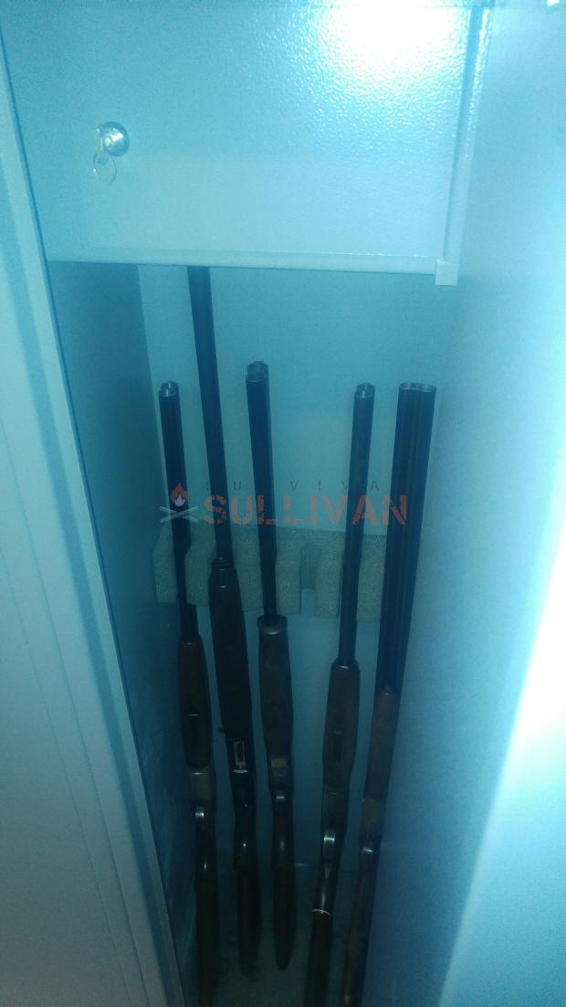Shotgun cabinet