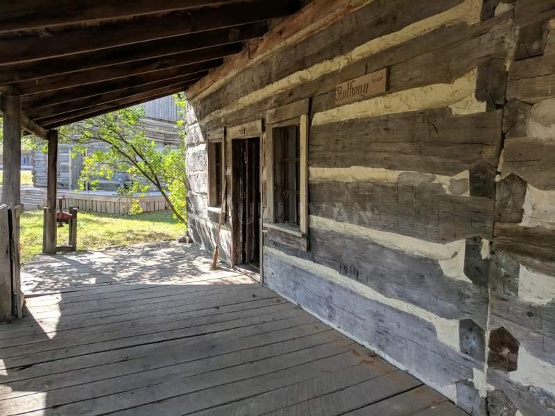 1800 era cabin