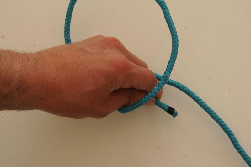kalmyk loop free in hand knot step 2