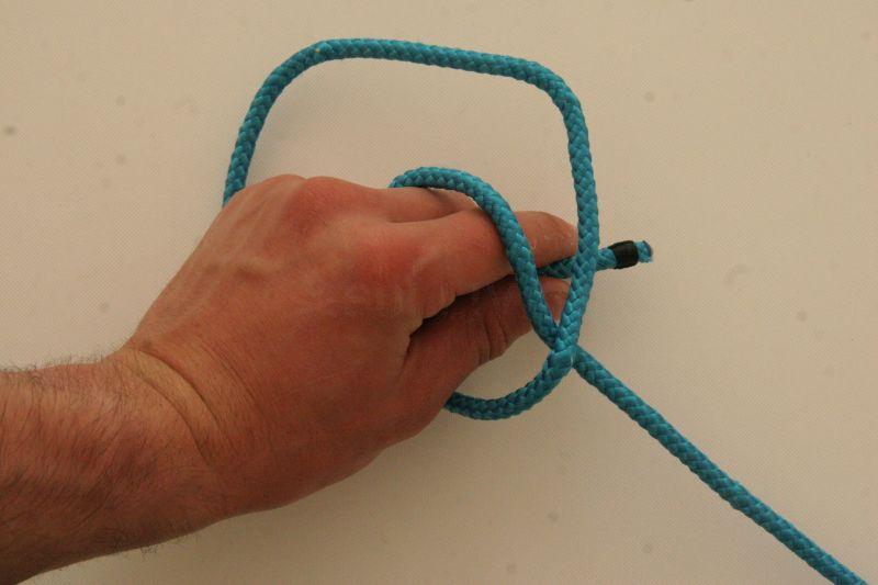 kalmyk loop free in hand knot step 3