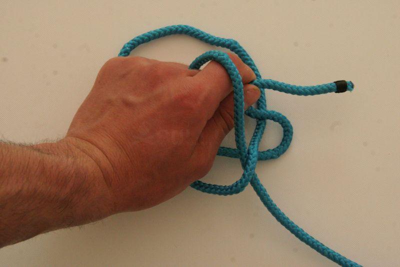 kalmyk loop free in hand knot step 4
