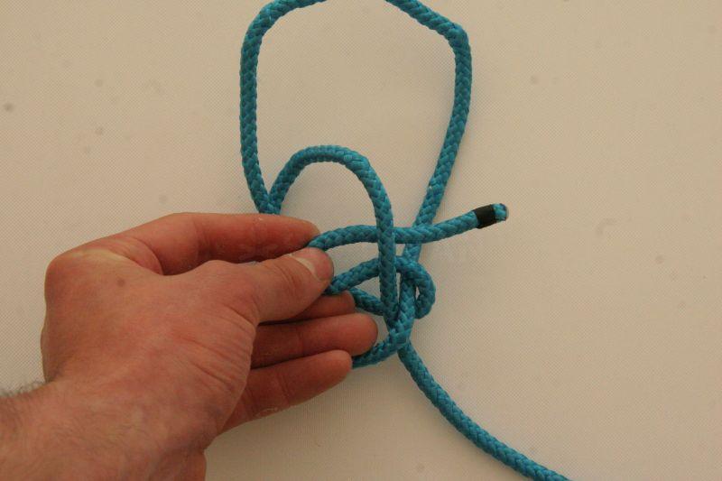 kalmyk loop free in hand knot step 5
