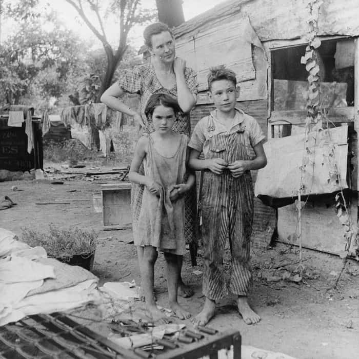 mother and her two children during the Great Depression