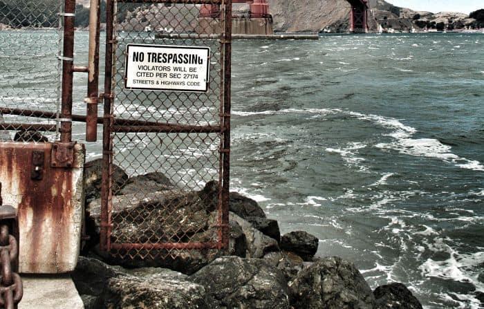 no trespassers sign